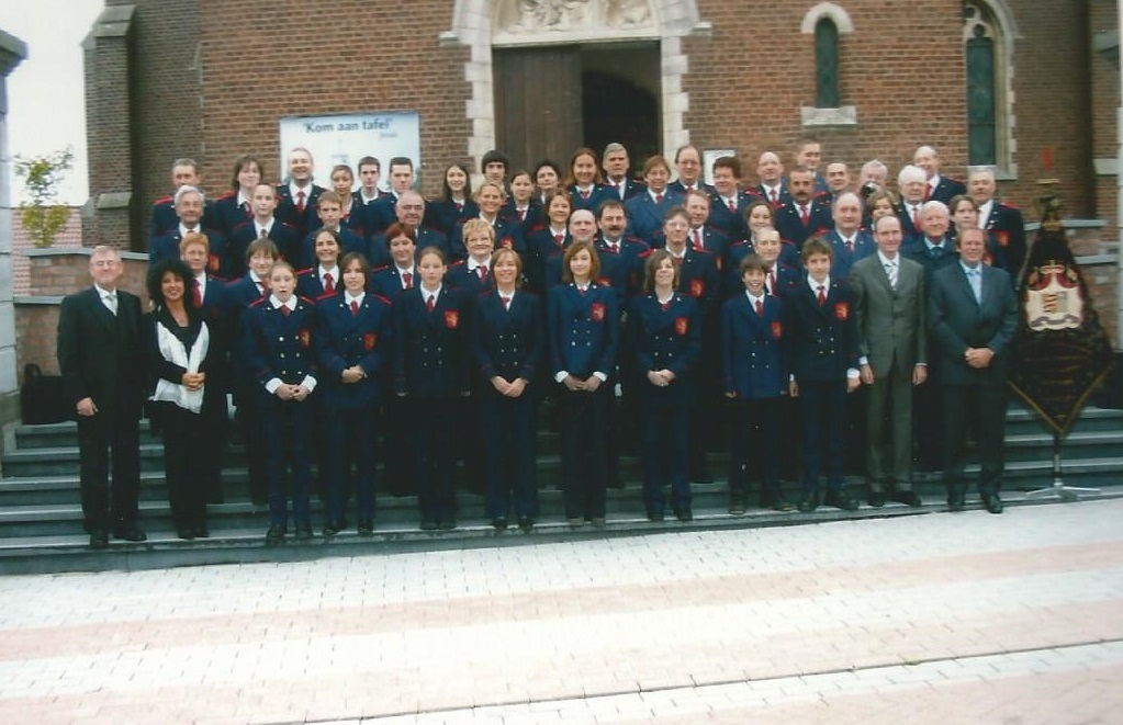 2004 groepsfoto harmonie sint-cecilia gingelom
